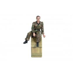 1/16 figurka sedící německé obsluhy vysílačky tanku z 2...