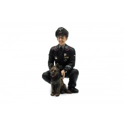 1/16 klečící německý plukovník Otto Paetsch se psem z 2...